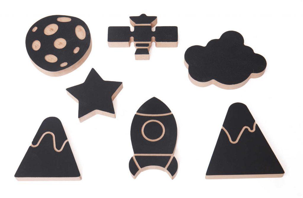 zwart beschilderde figuren raket, ster, wolk, sateliet, bergen van Wodibow