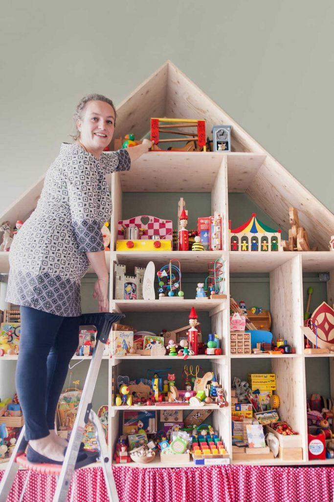 Vera Wolf voor het unieke opgeknapte speelgoed van webshop de Grote Wolf